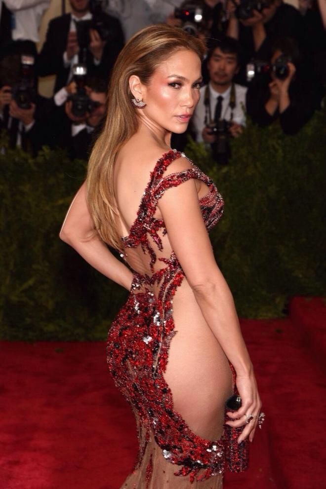 Jennifer Lopez - MET GALA 2015 RED CARPET